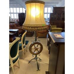 Oryginalna lampa stojąca
